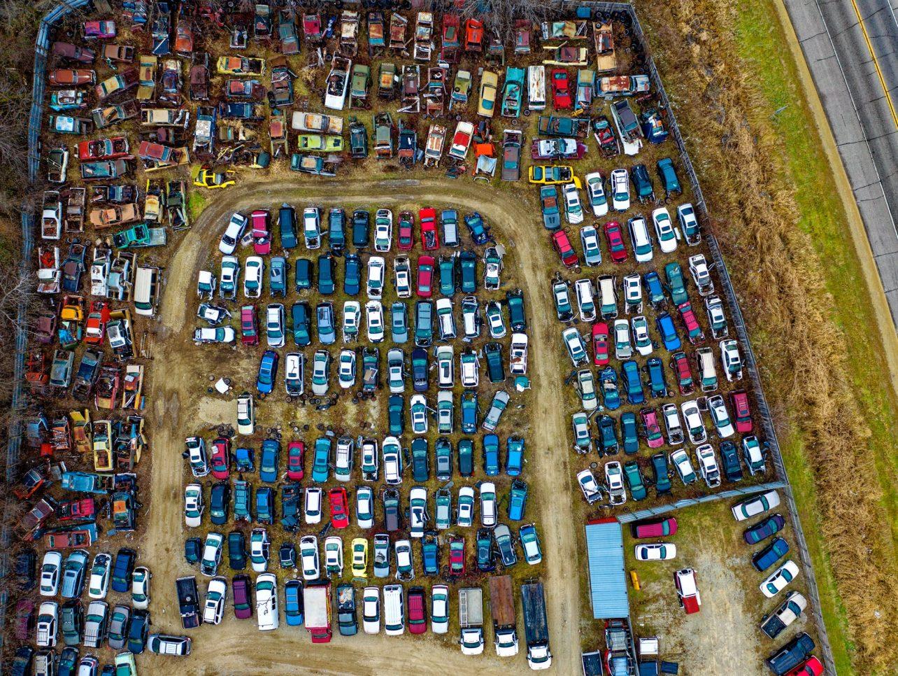 Leasewagens blijven staan na vertrek werknemer